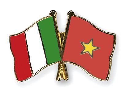 flag-pins-italy-vietnam