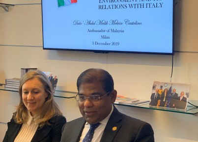 Ambasciatore della Malesia in Italia, Abdul Malik Melvin Castelino, e Gaia Brandolin (Malaysian Investment and Development Authority)