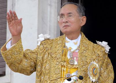 Bhumibol-Adulyadej-crowd-anniversary-celebrations-accession-Bangkok-2016